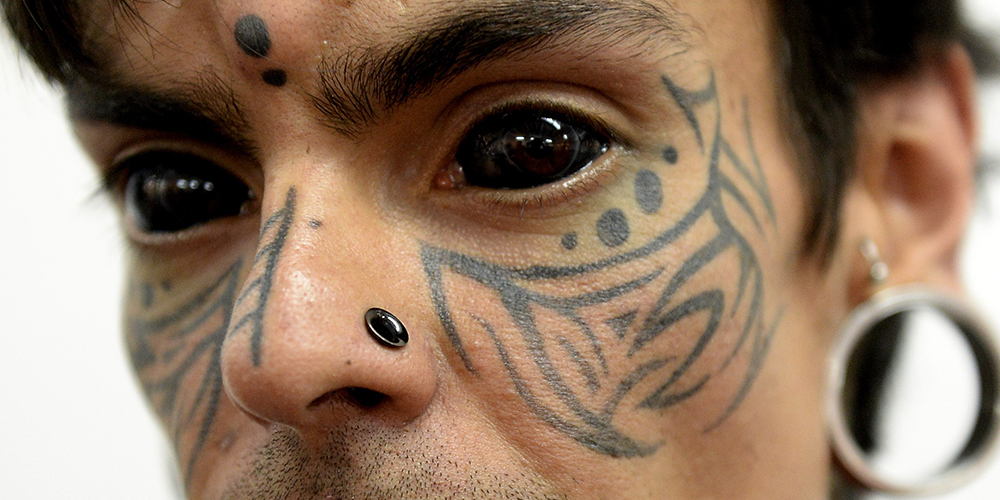 nrm_1423049225-eyeball-tattooing