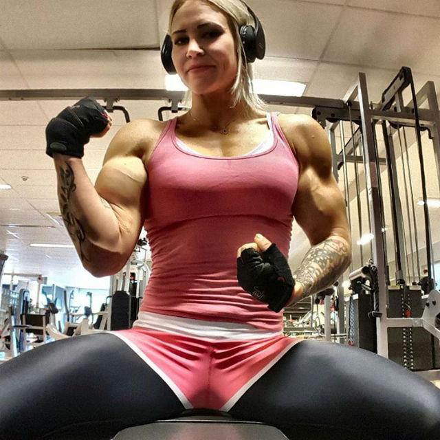 Smoking Hot Female Bodybuilders All Men Fall For_4