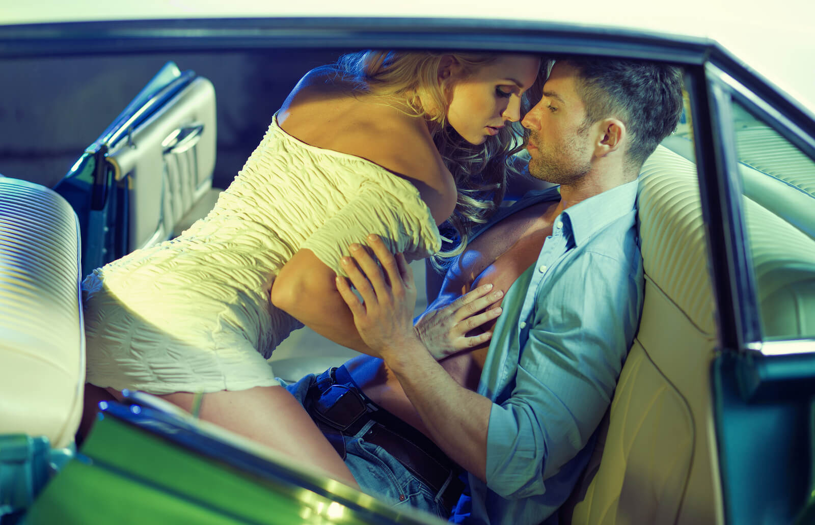 The 4 Most Comfortable Sex Positions To Try In A Car_introduction picture