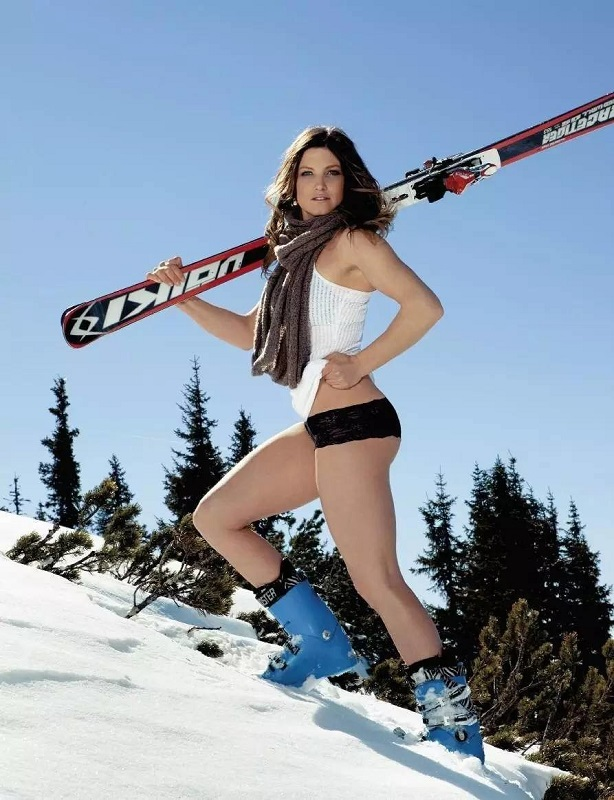Hotties On Ice The 10 Best Winter Bikini Photoshoots _1