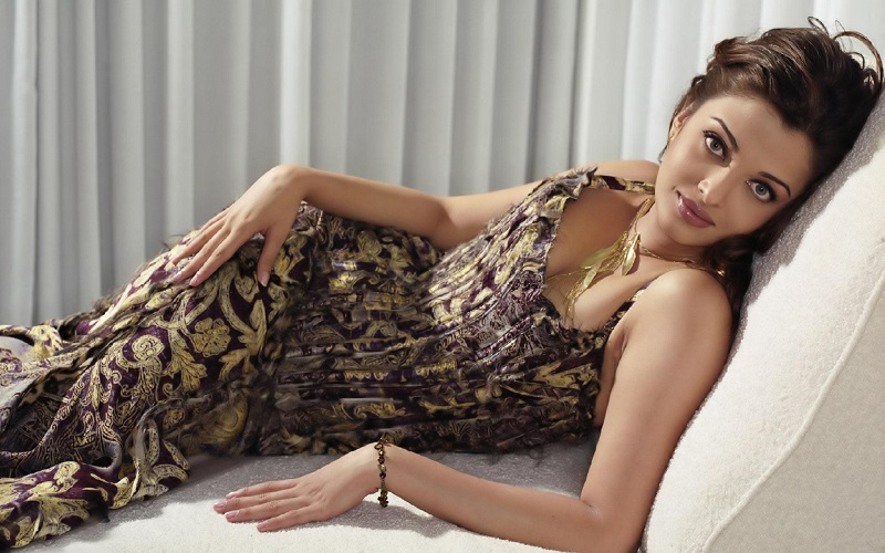 The Hottest Bollywood Divas_Cute-Aishwarya-Rai-Hot-Pictures