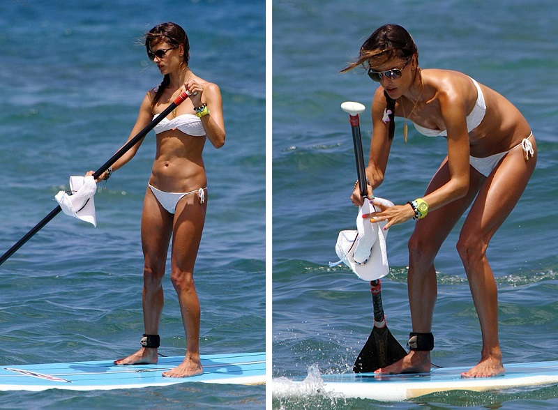 7 Famous Beauties Surfing In Sexy Bikinis_Alessandra Ambrosio