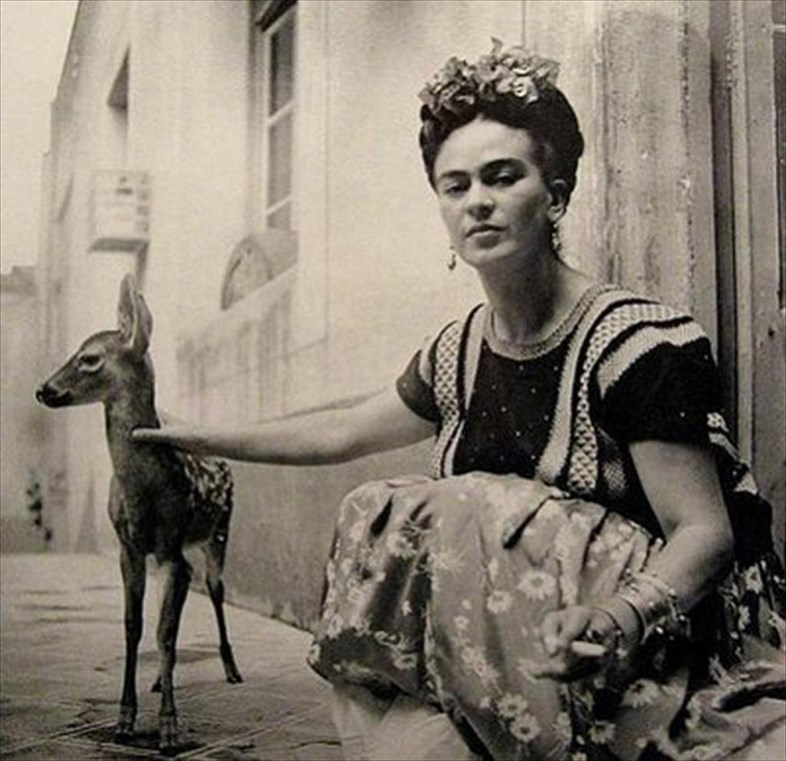 Celebrities And Their Unusual Pets_Frida Kahlo