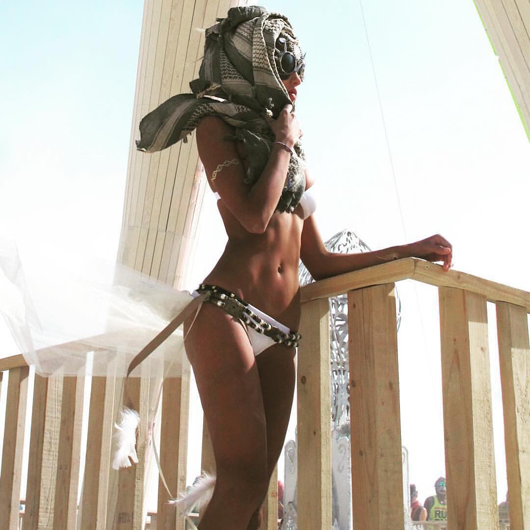 The Hottest Burning Man Babes_16