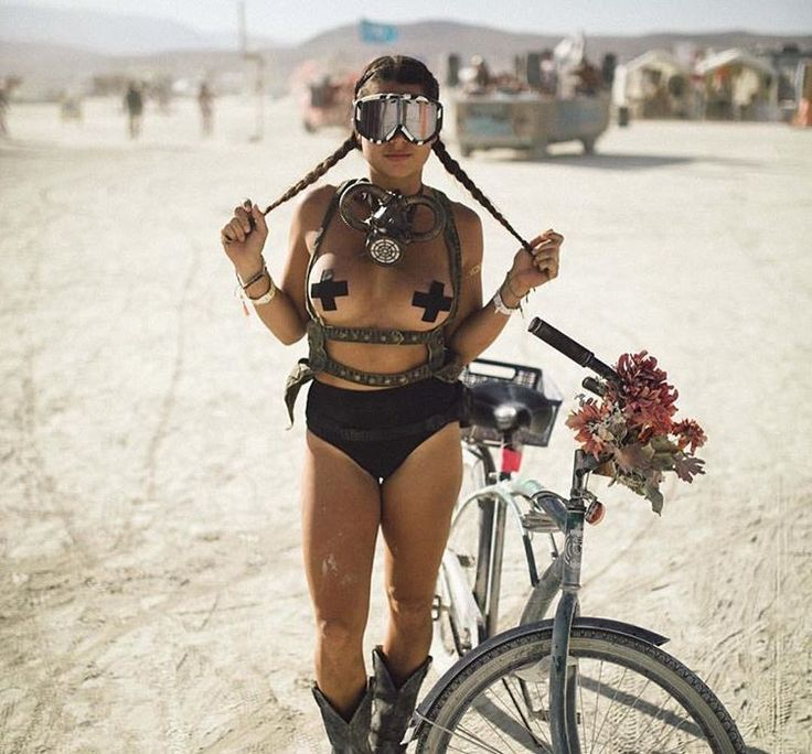 The Hottest Burning Man Babes_2