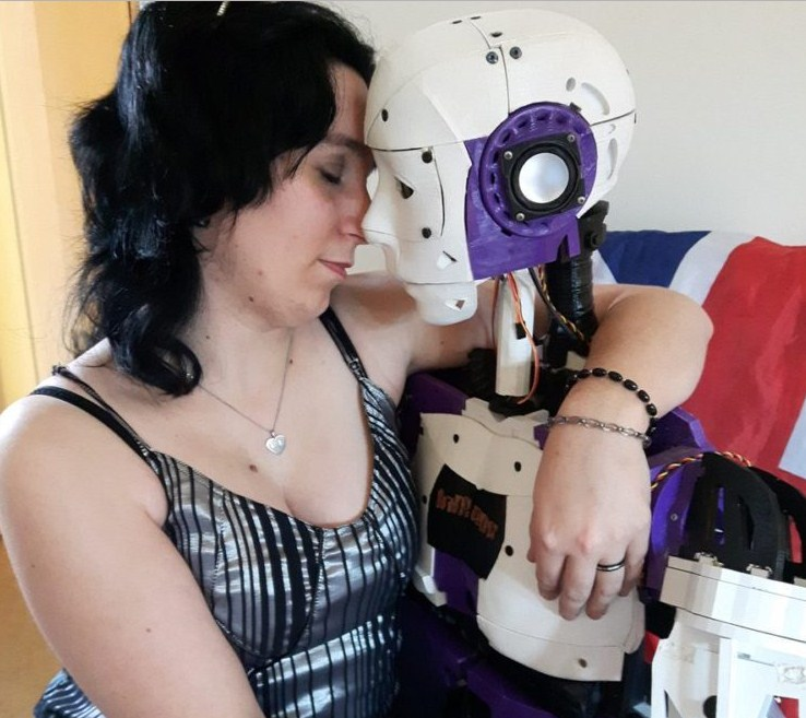 lily and robot_3