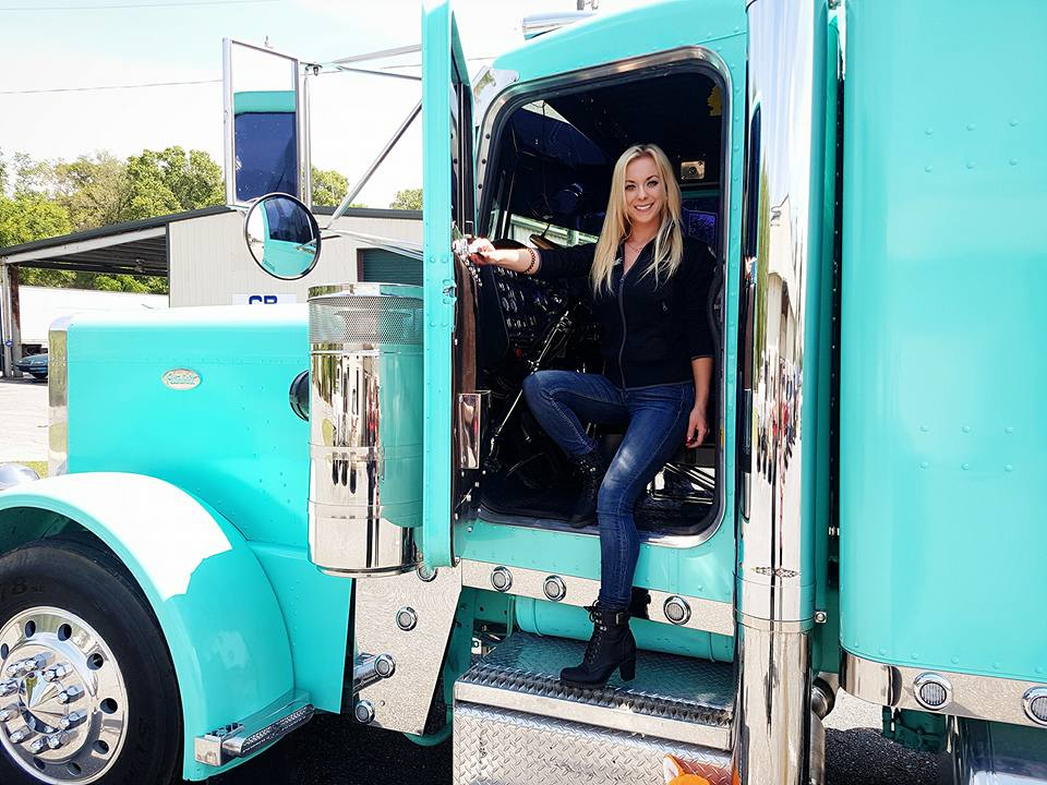 Angelica Larsson's passion | This truck driver will steal your heart | Top Banger